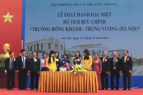 Chủ tịch Quốc hội Nguyễn Thị Kim Ngân ký phát hành đặc biệt bộ tem.
