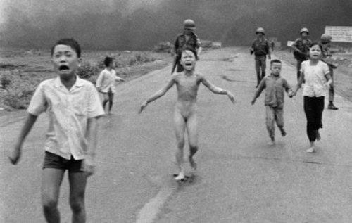 """Nick Út trải lòng với báo chí Anh về 40 năm """"tấm ảnh napalm"""""""